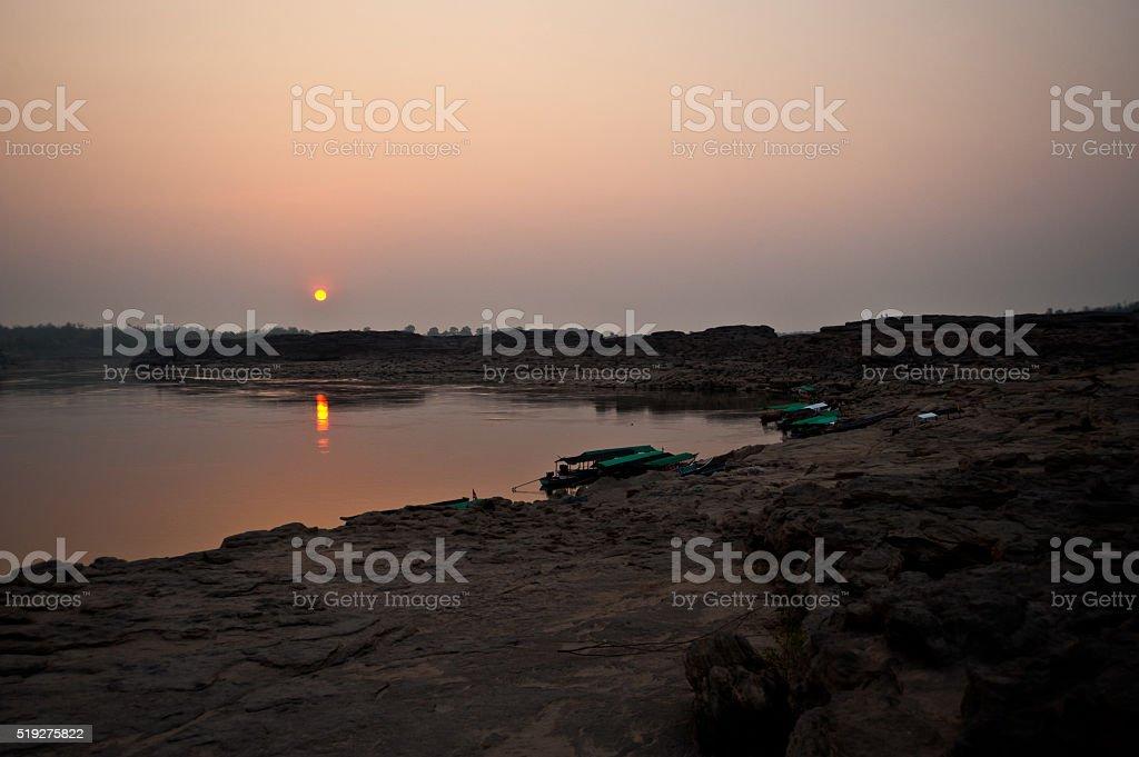 Longtail łodzi, nabrzeże w piasek Sam Pan Bok Grand Kanion zbiór zdjęć royalty-free