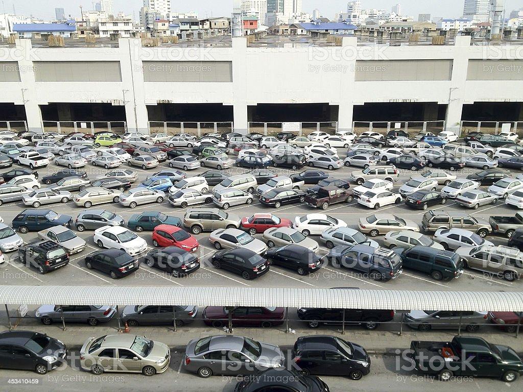 Много автомобилей Парковать в Автостоянка на открытом воздухе Стоковые фото Стоковая фотография