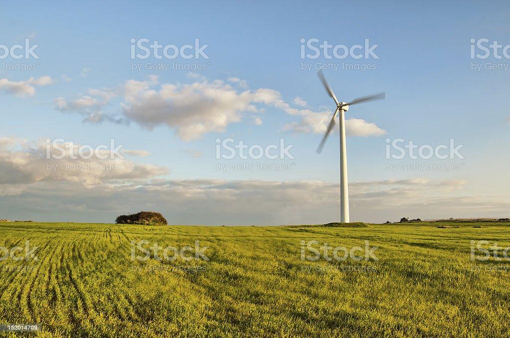 Piękny obraz wiatr turbiny, zielonej energii w dziedzinie zbiór zdjęć royalty-free