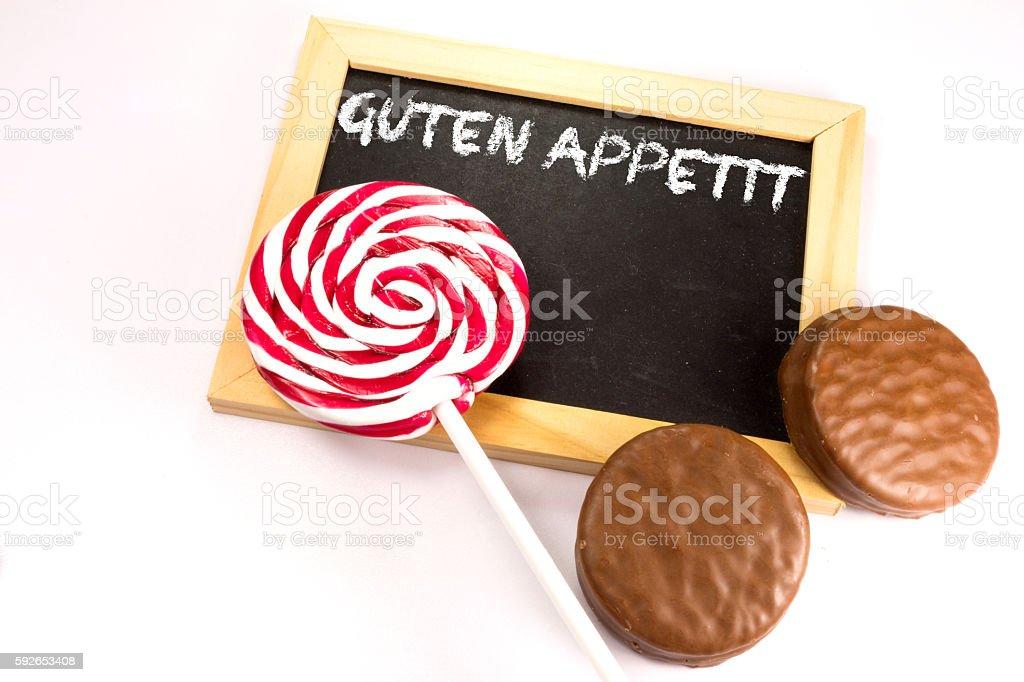 Lutscher, Schokolade und eine Kreidetafel stock photo