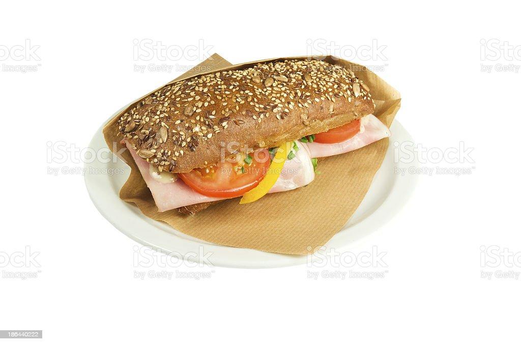 なブラウンチャバタのサンドイッチ(ハムとマスタードます。 ロイヤリティフリーストックフォト