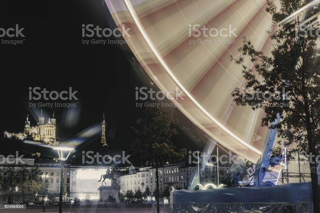 Lyon la nuit entre l'ombre et la lumière stock photo