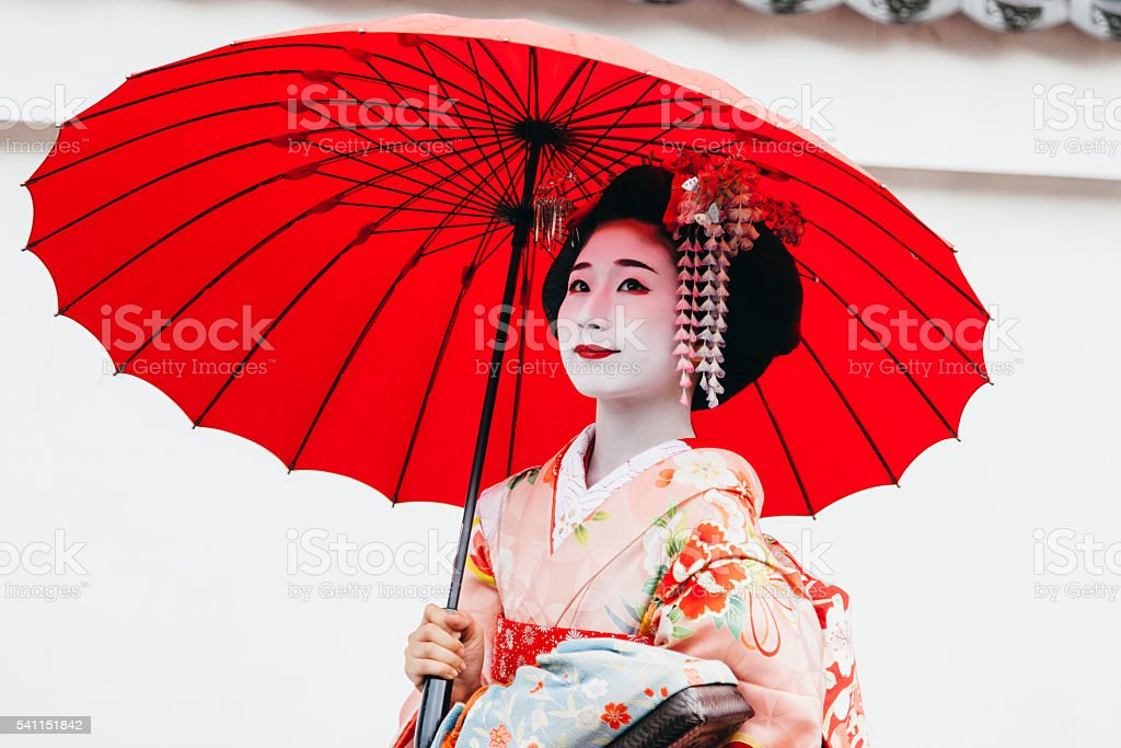 The Flower and Willow World  Recognizing Historical and Modern Geisha There are some girls who yearn to the geisha in Japan  However  a social  position of a modern geisha is very high  and a lot of studies are  necessary for