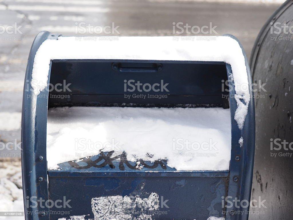 Boîte aux lettres de la neige photo libre de droits