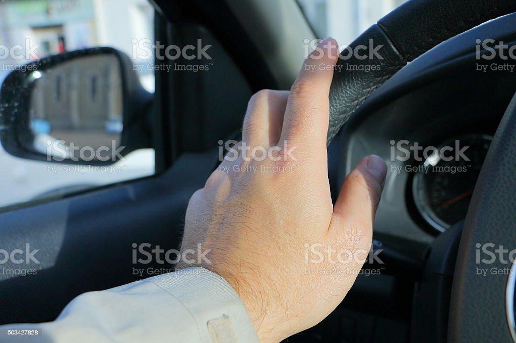 Main au volant stock photo