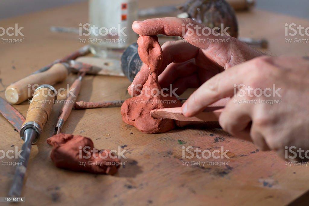Main d'homme modelant stock photo