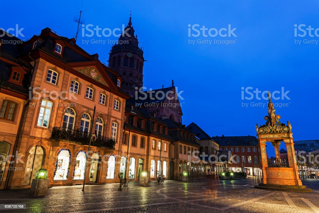 Mainzer Dom St.Martin and Market Well stock photo
