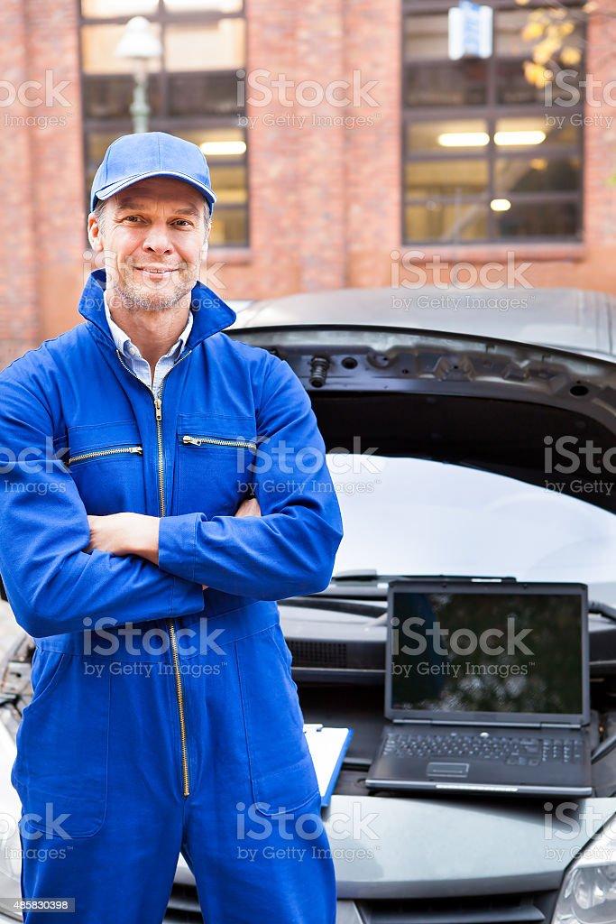 Hombre mecánico de automóviles - foto de stock