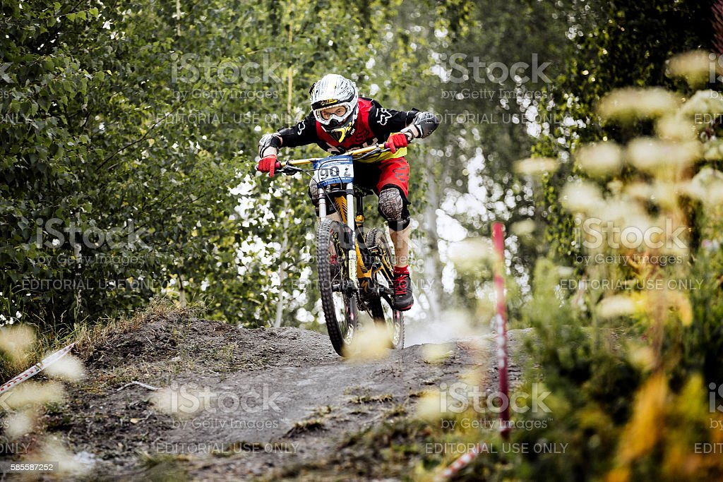 male extreme racer on bike rides over rocks in forest royalty-free 스톡 사진