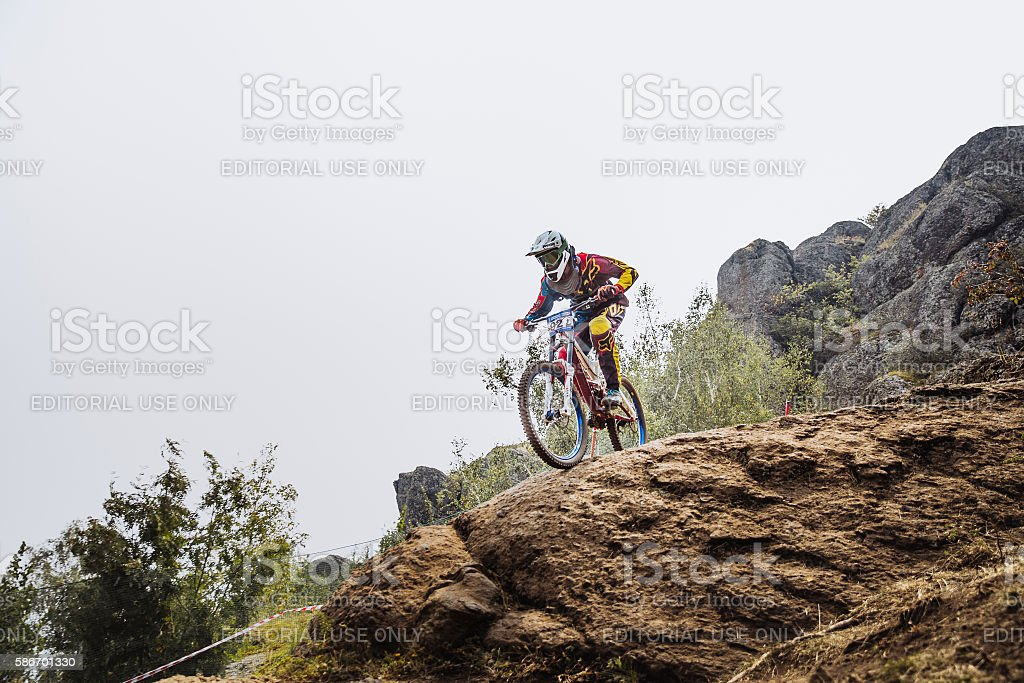 male young driver athlete on bike at edge of cliff royalty-free 스톡 사진