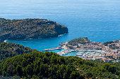 Malerischer Ort am Meer, Balearen, Luftaufnahme