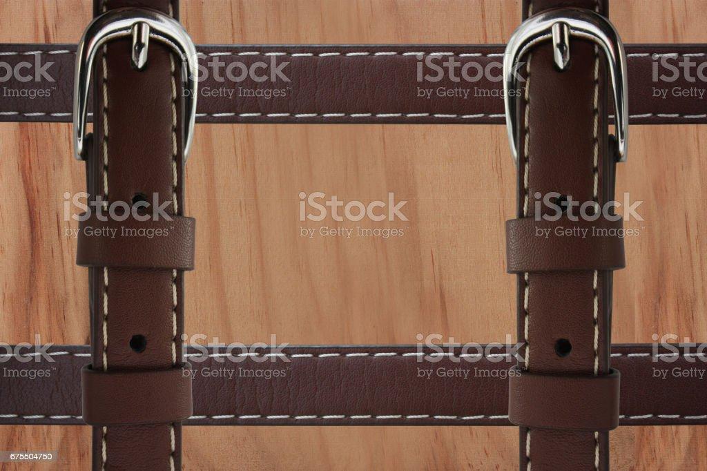 Malle en bois - Lanières en cuir avec boucle chromée stock photo