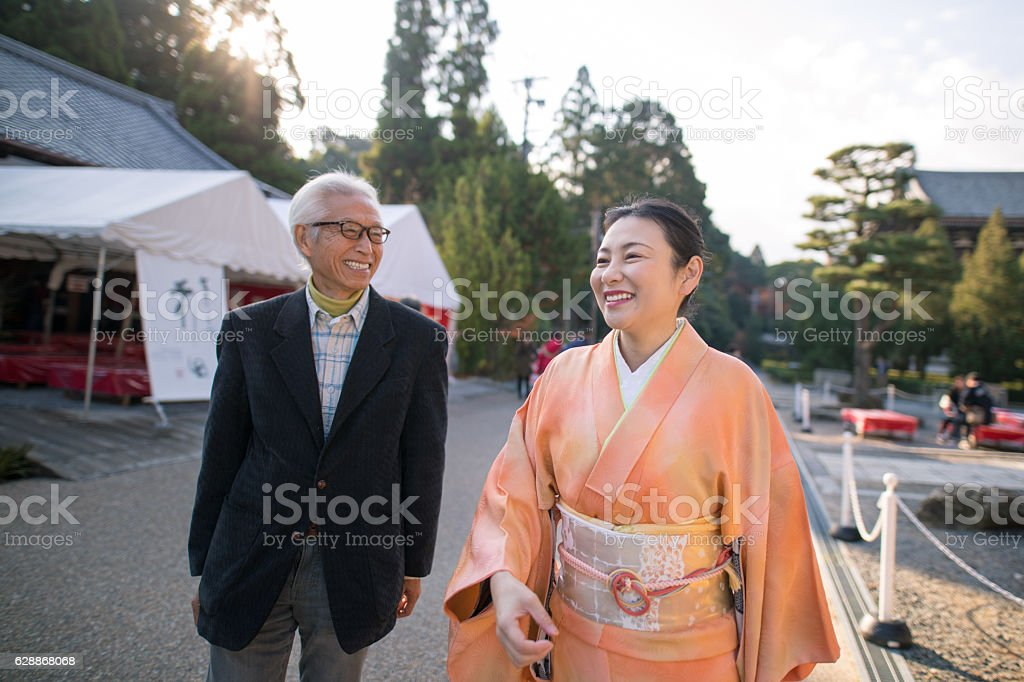Man and Kimono woman walking together in Tofukuji temple, Kyoto stock photo