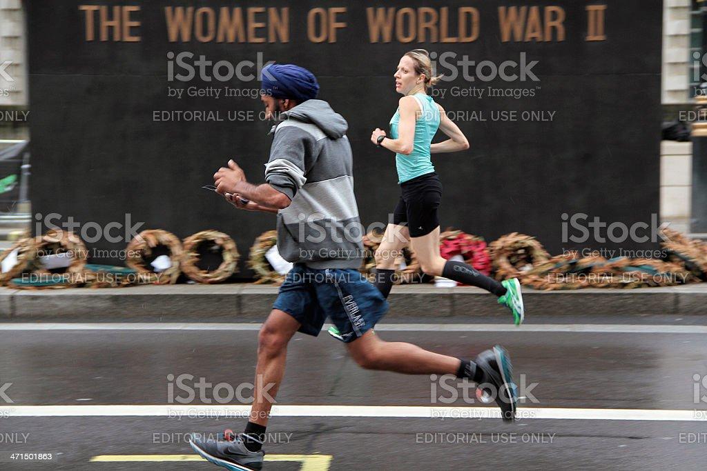 Uomo e donna in esecuzione al British 10 k nel 2012 foto stock royalty-free