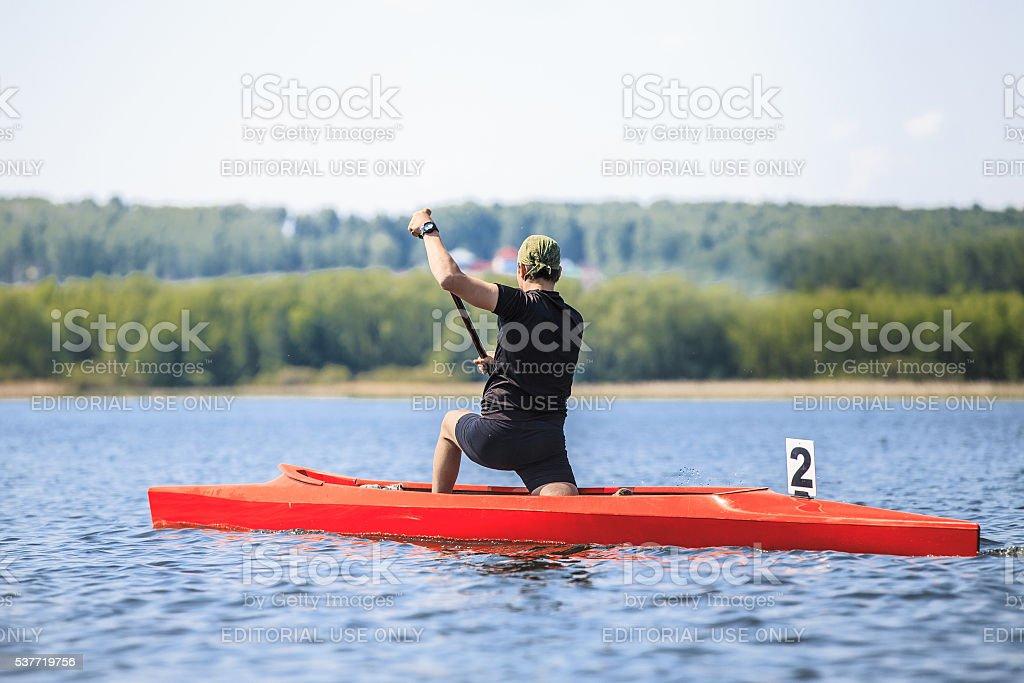남자 선수 rower 있는 카누 조정 royalty-free 스톡 사진
