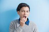 man feel toothache