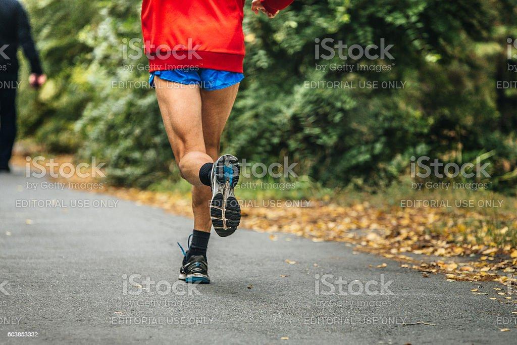 man feet runner marathon running in autumn Park royalty-free 스톡 사진