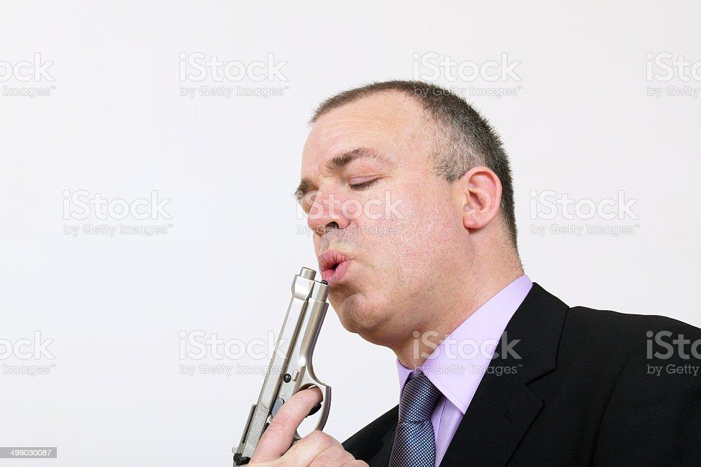 Homme en costume envoyer le pistolet à la main photo libre de droits