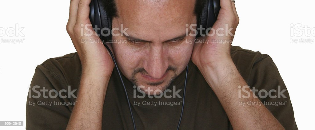 Un homme écouter de la musique photo libre de droits