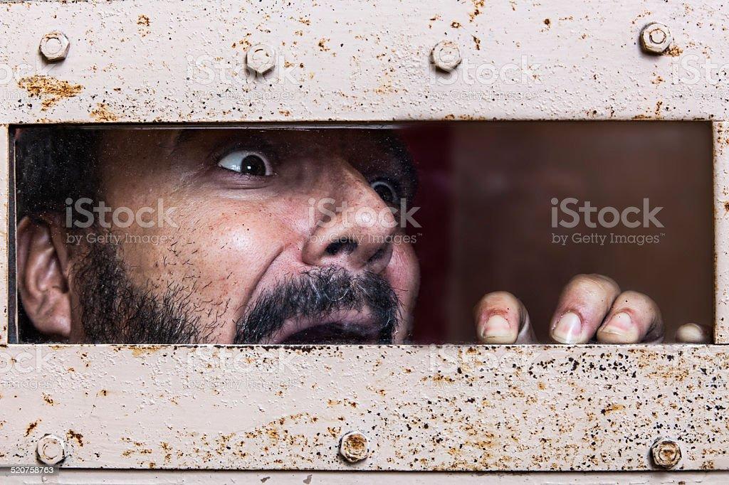 Hombre encerrado y aterrorizado stock photo