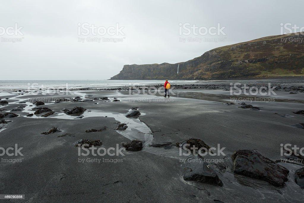 Mann, Blick in die schottische highland-cliffs Lizenzfreies stock-foto