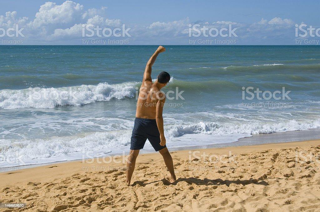 Homem na praia foto de stock royalty-free