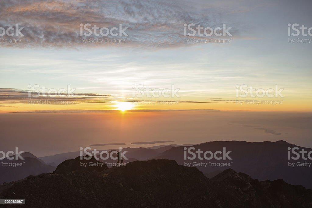 Mann on top of the world Lizenzfreies stock-foto