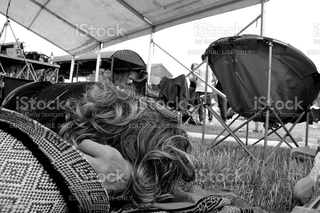 Uomo distribuiti a un Festival foto stock royalty-free