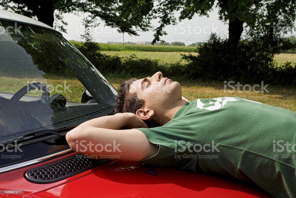 Qui n'a pas connu un jour la solitude et le sentiment d'être abandonné(e) ? Man-resting-on-a-red-card-in-the-countryside-picture-id105937011?k=6&m=105937011&s=612x612&w=0&h=Jl2M1xrQuDIsZtizJXVoZ5bQwbM70Als9gonuOoJiIc=