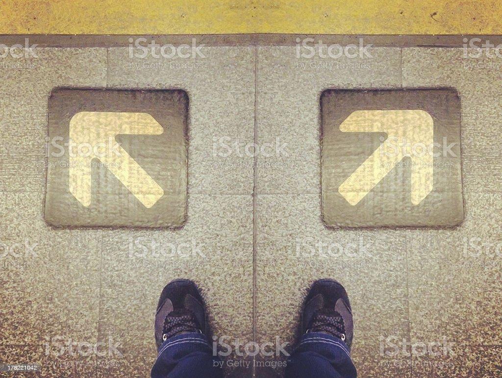 Человек, стоя за выбор способа решения пути Стоковые фото Стоковая фотография