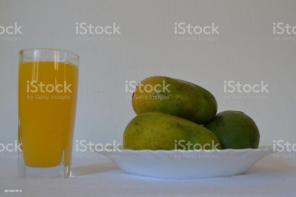 Mangues et jus de mangue stock photo