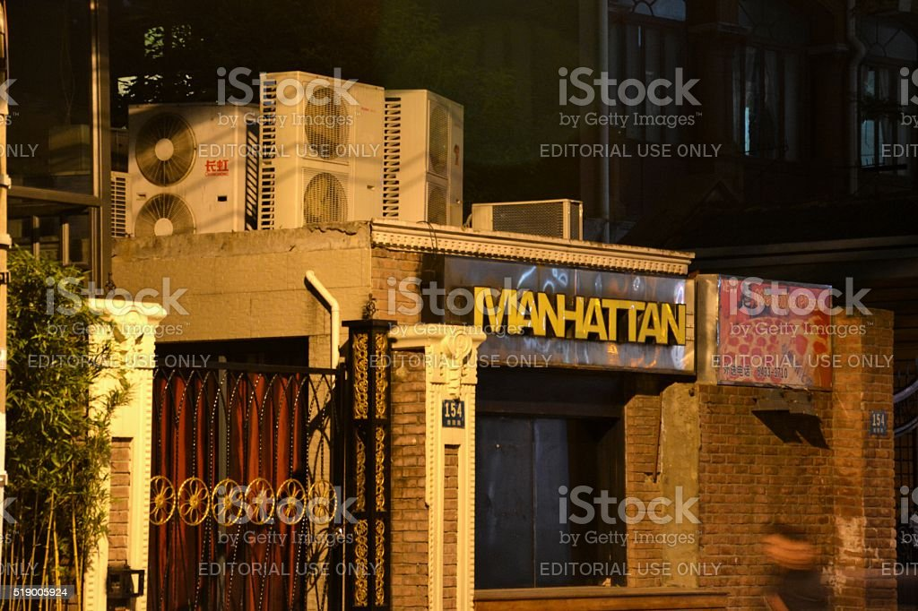 Manhattan bar and nightclub in Jing'An district, Shanghai, China stock photo
