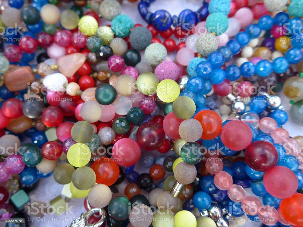 Muchos colorido necklaces y Bracelets-Bild foto de stock libre de derechos