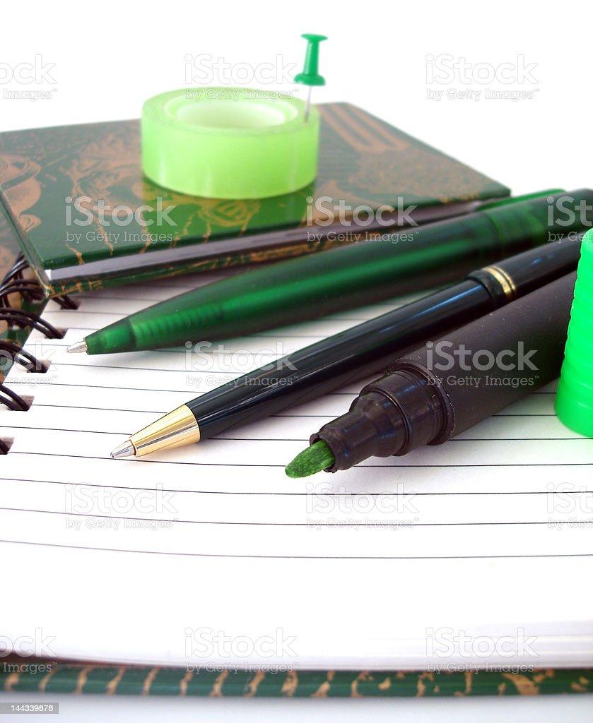 Muitos canetas no notebook e fita adesiva foto de stock royalty-free