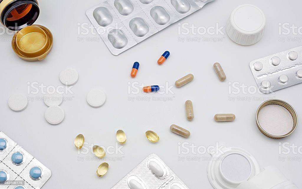 Muitos pílulas isolados no branco foto royalty-free