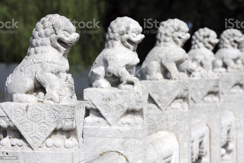 Marmor lions standing guard Lizenzfreies stock-foto