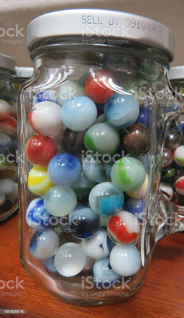 Des touches de marbre dans un bocal photo libre de droits