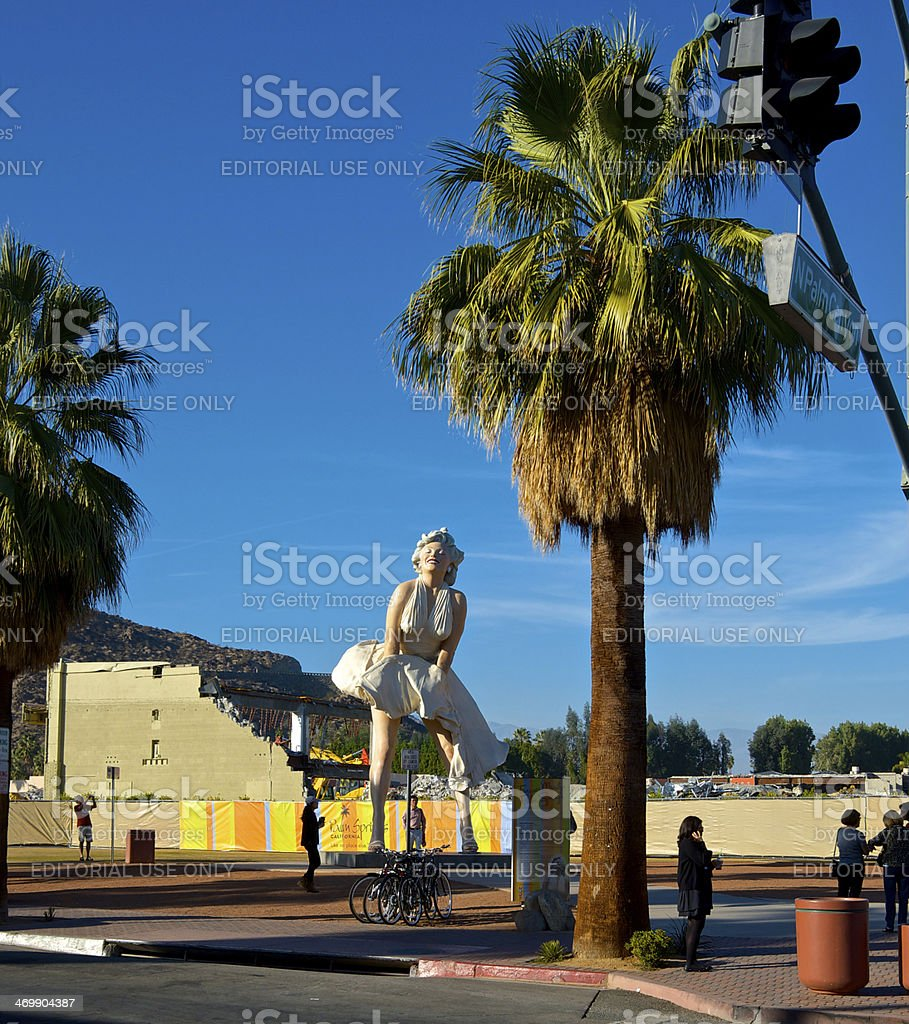 Marilyn Monroe Sculpture, tourists & reconstruction, Palm Springs, California, USA stock photo