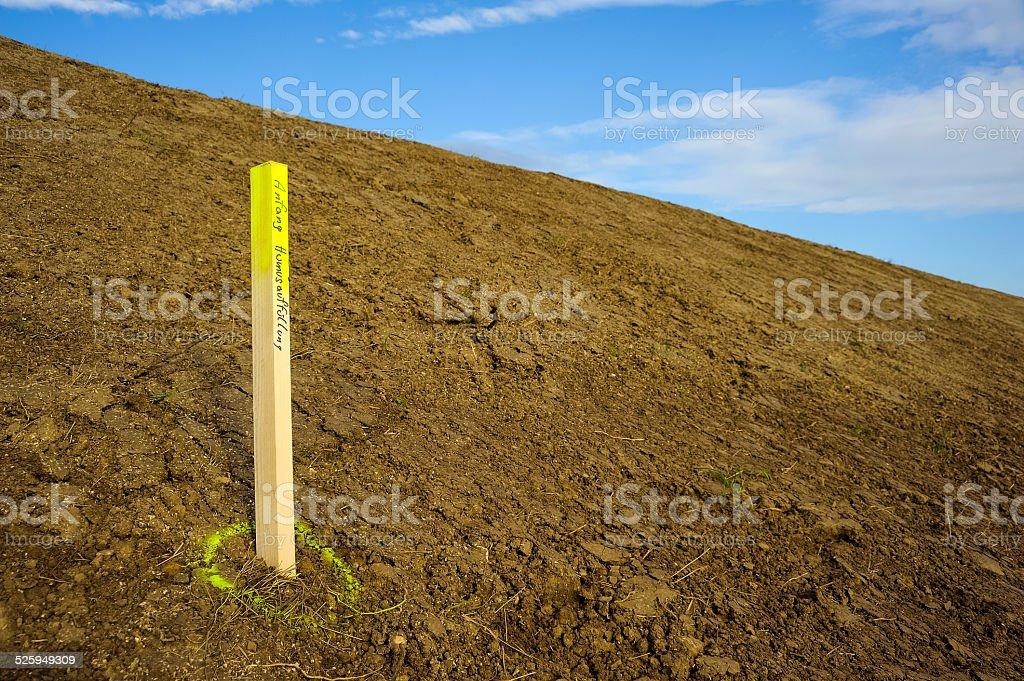 Markierung Humus am Stra?enbankett stock photo