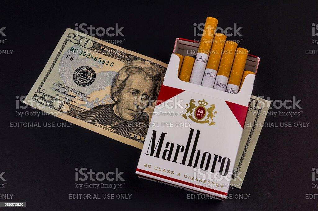 Marlboro Cigarettes and Twenty Dollar Bill Representing High Costs XI photo libre de droits