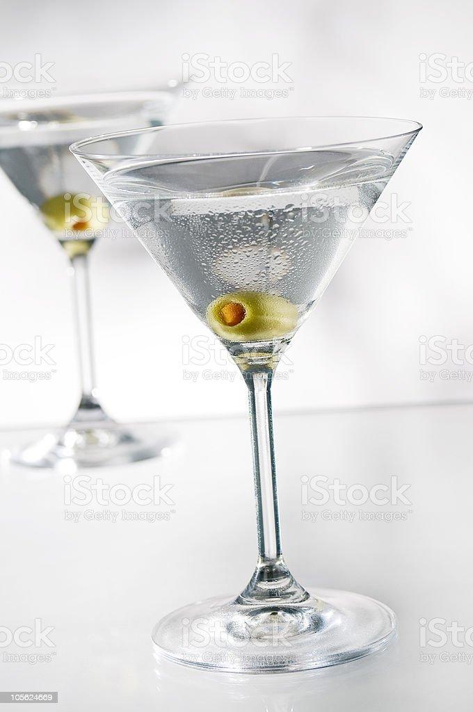 martini con Oliva foto de stock libre de derechos