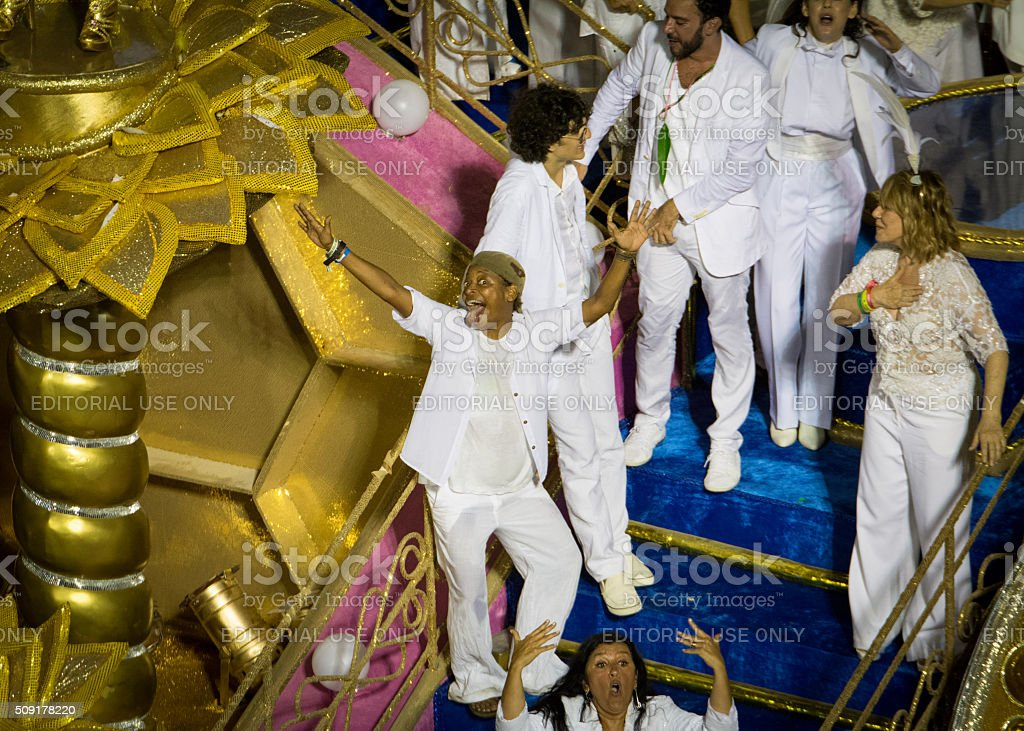 Mart'nália and actors on a carnival float royalty-free stock photo