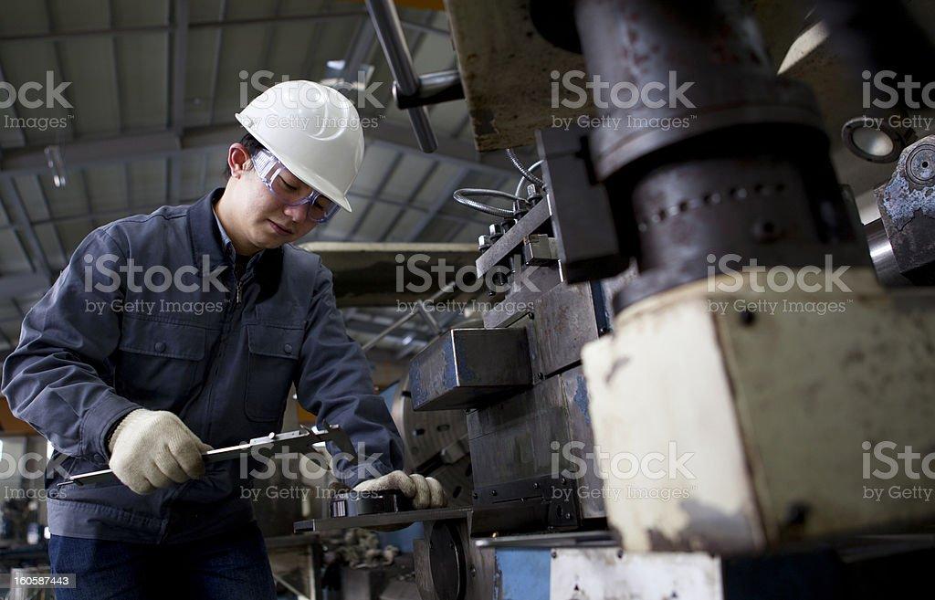 Maschinentechniker messen detail Lizenzfreies stock-foto