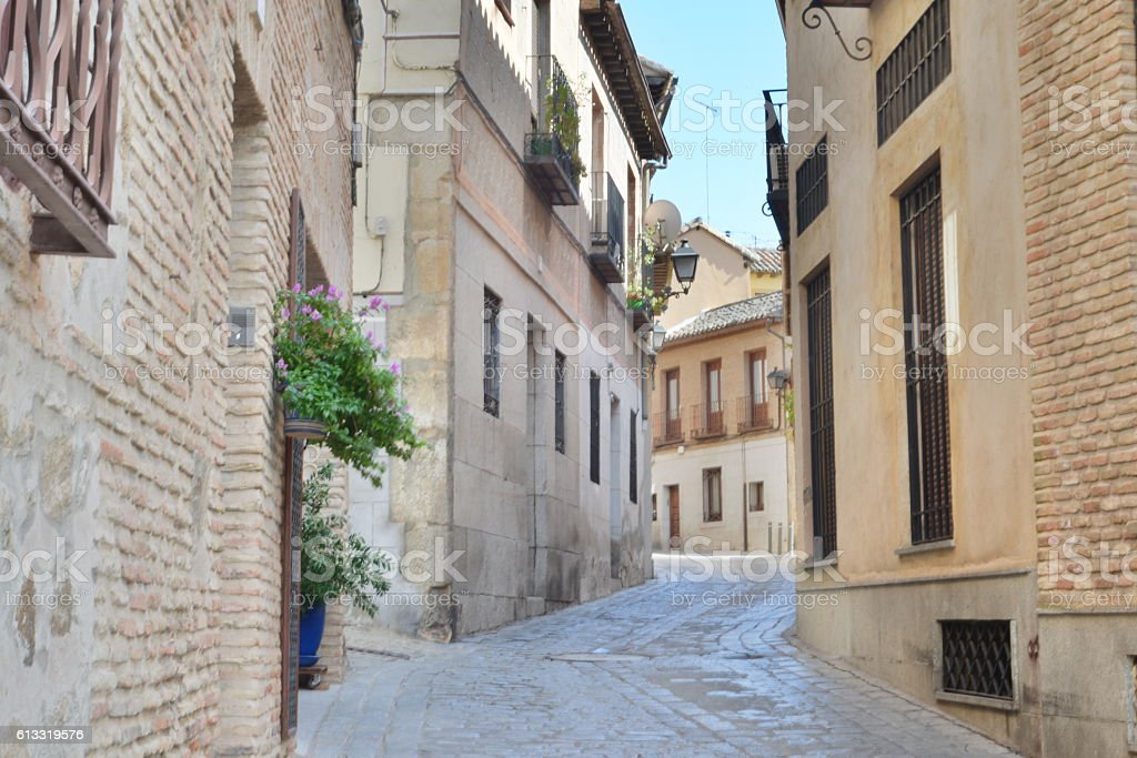 Medieval atmosphere at the streets of Toledo in Spain - foto de stock