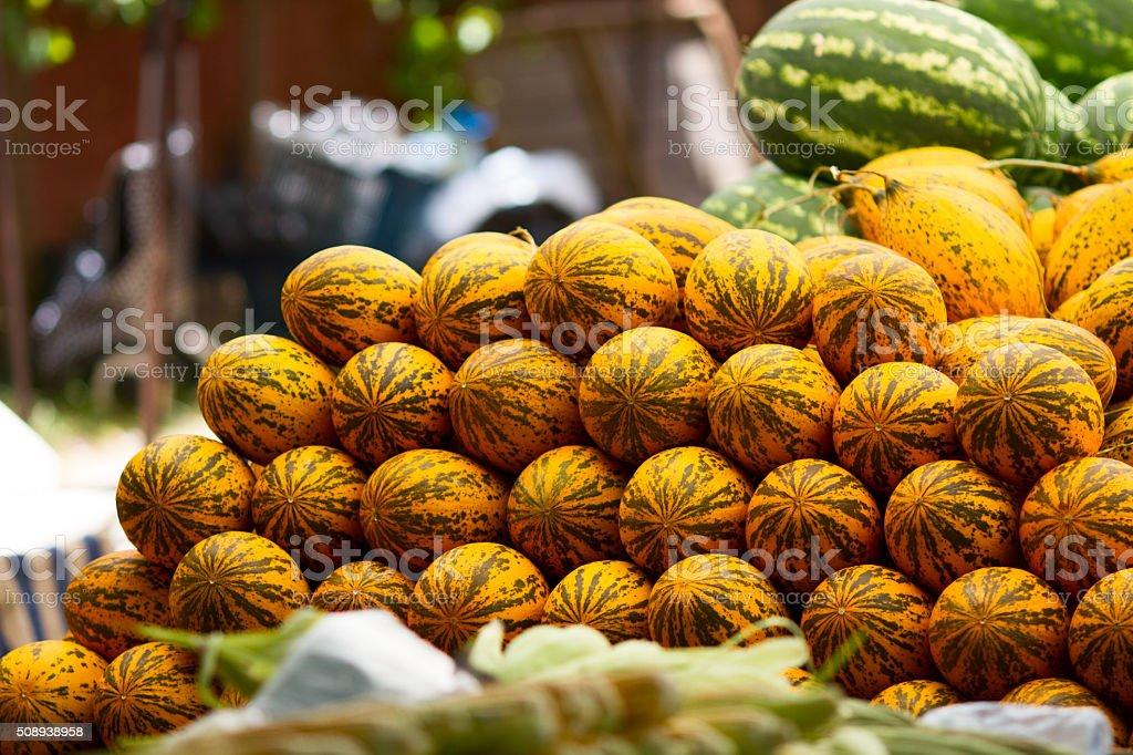 Meloni in mostra presso il dell'agricoltore mercato foto stock royalty-free