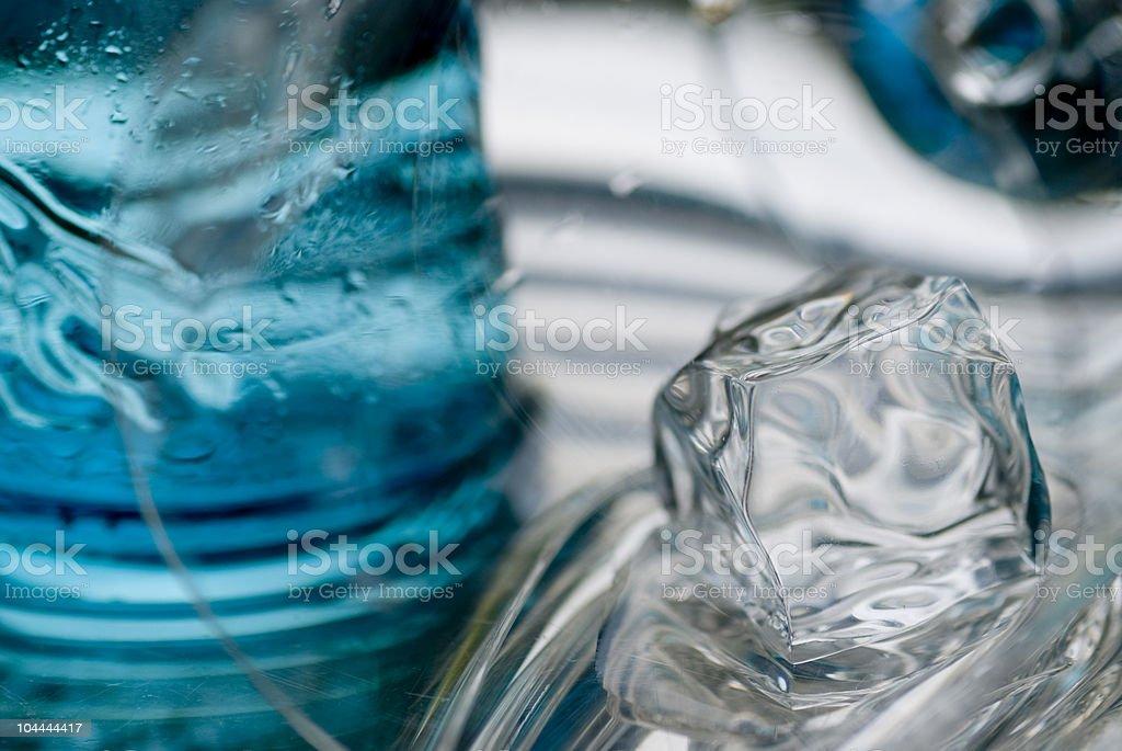 Cubo di ghiaccio di fusione foto stock royalty-free