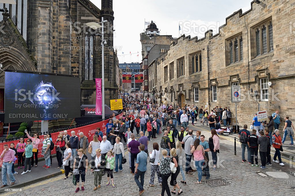 Members of the public on the historic Royal Mile, Edinburgh stock photo