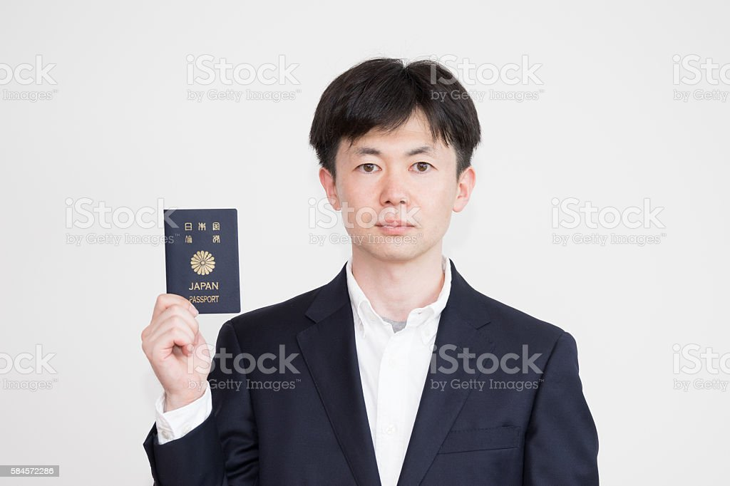 Men Holding a Japanese passport photo libre de droits