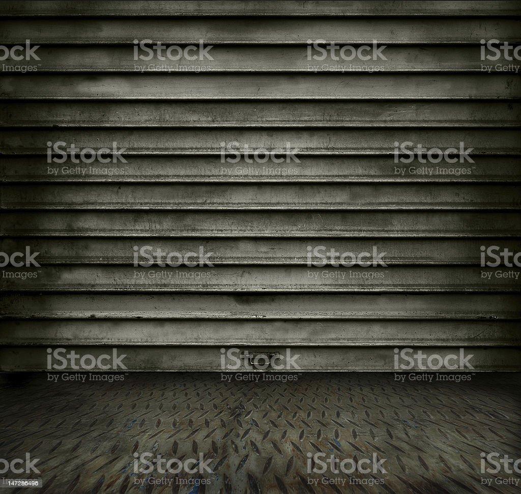 Habitación con Puerta de Metal foto de stock libre de derechos