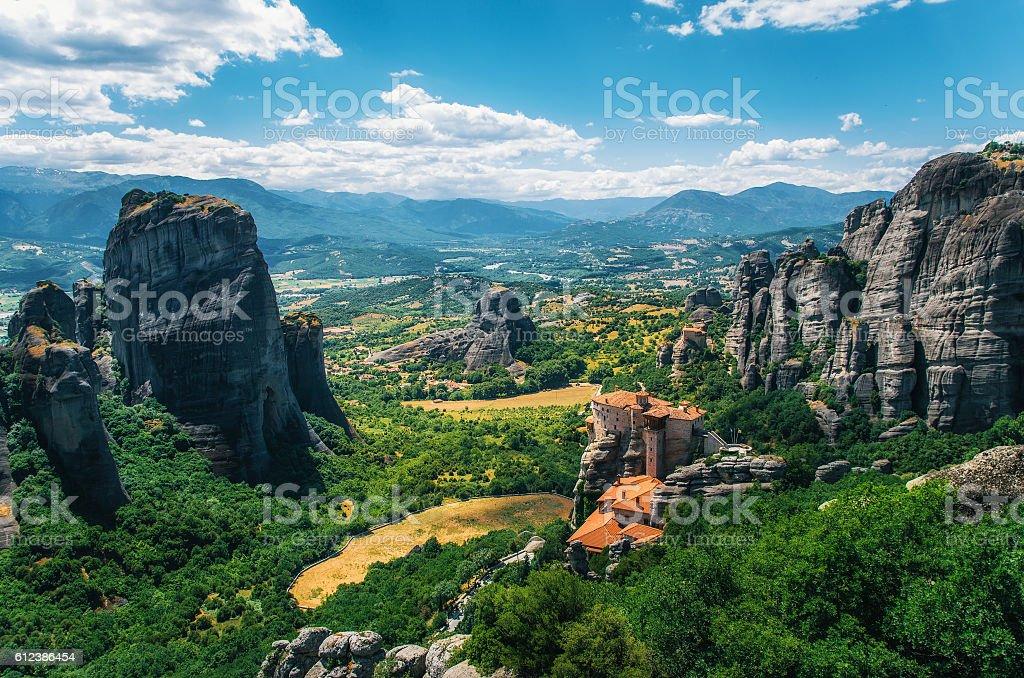 Метеоры, Греция. Горный пейзаж с скал и Русану монастыре Метеоры стоковое фото